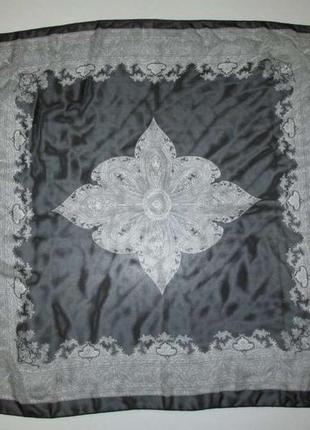 Большой платок с узорами, 86*86 см, сост. отличное!