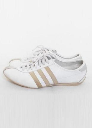 Белые кожаные спортивные кроссовки adidas