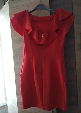 Красивое платье в идеальном состоянии, s