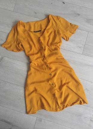 Легкое желтое платье - рубашка с пуговицами