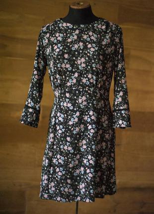 Красивенное платье с цветочным принтом divided