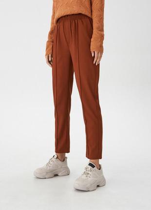 Крутые брюки с высокой посадкой на резинке