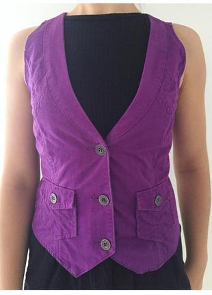 Жилетка красивого фіолетового кольору, зручна та стильна, трен...