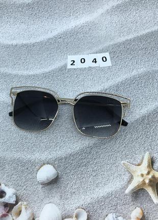 Солнцезащитные очки цвет линз черный к. 2040