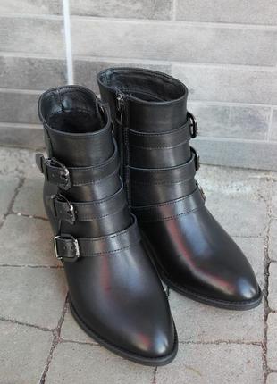 Удобные ботинки из натуральной кожи