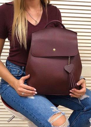 Удобный вместительный сумка-рюкзак с сердечком бордового цвета