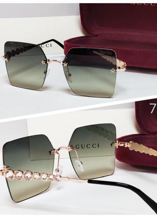 Женские очки солнцезащитные безободковые зеленые дужки камушки