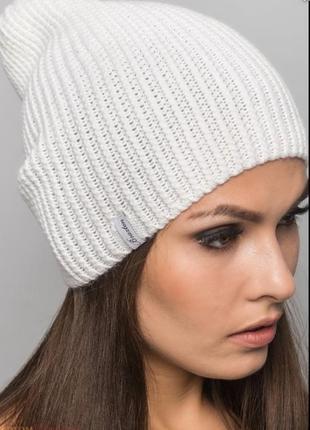 Белая весенняя шапочка