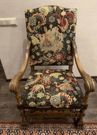 Кресло с подлокотниками антиквариат гобелен/резьба