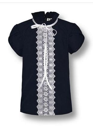 Нарядная школьная блузка синяя с белым кружевом.