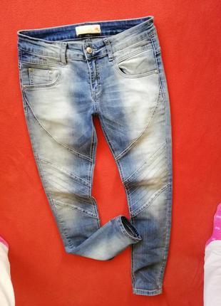 Стильные женские джинсы скинни авс 28 в прекрасном состоянии