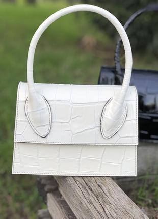 Кожаная сумочка в стиле jacquemus