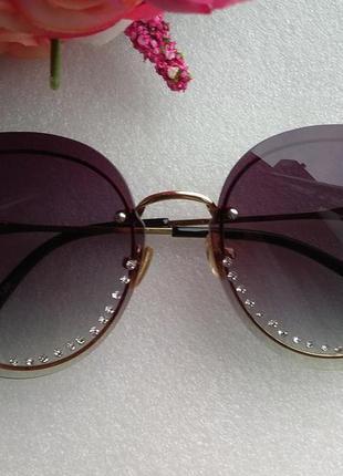 Новые очки со стразами (с царапинками на стекле) уценены