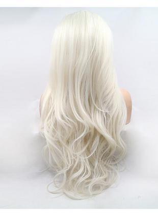 В наличии парик люкс качество платиновый блонд пробор на сетке...