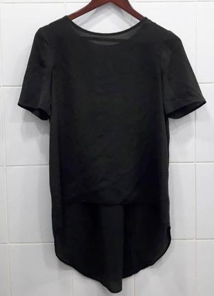 Стильная атласная футболка с удлиненной спинкой