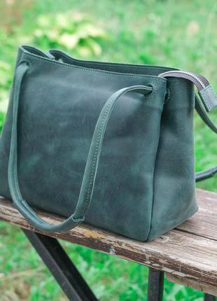 Кожаная женская сумка среднего размера