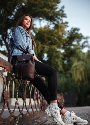 Женский кожаный рюкзак на затяжках