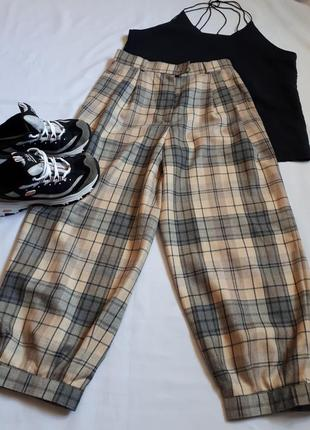 Шерстяные укороченные брюки-гольф* колюты на манжете высокая п...