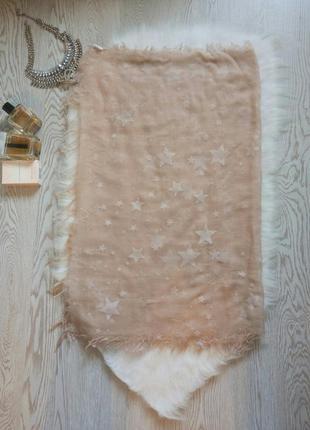 Бежевый тонкий длинный широкий платок палантин шарф с белыми з...