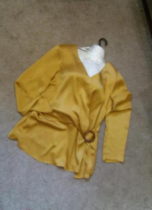 Стильная атласная блуза. блузка горчичная  яркая  на 48 50р
