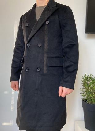Длинное черное классическое мужское пальто