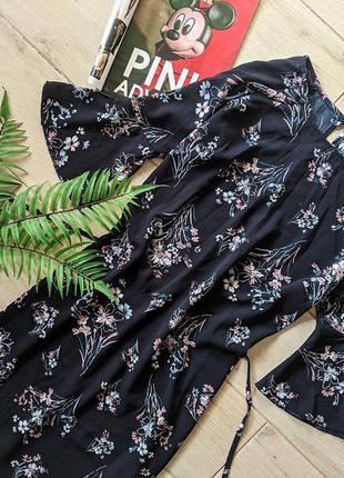 Милое платье в цветочный принт с поясом