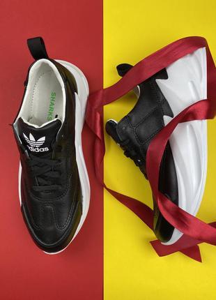 Женские кроссовки кожаные чёрные
