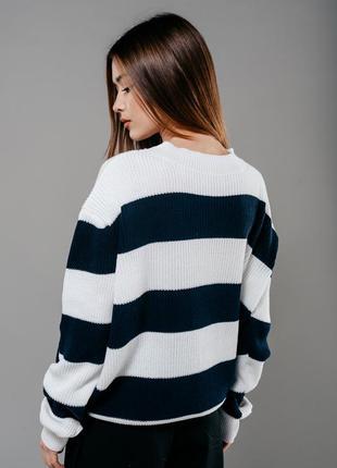 Оверсайз свитер в полоску объемный белый