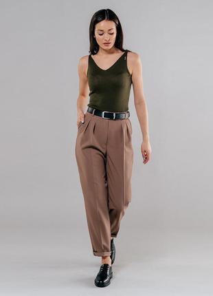 Модные брюки с защипами стрелками и подворотами