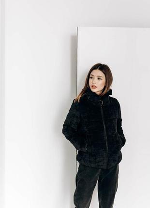 Черная вельветовая куртка демисезонная на весну