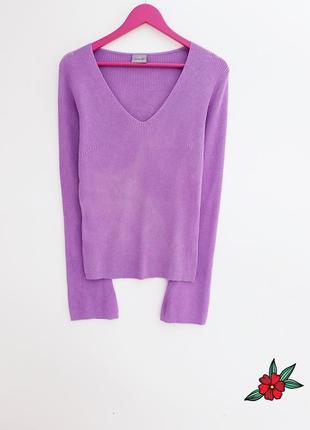 Качественный свитер с расклешонным рукавом ткань в рубчик