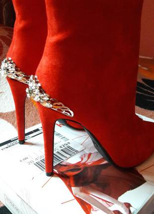 Нарядные праздничные ботильоны ботинки с узким носком с камням...