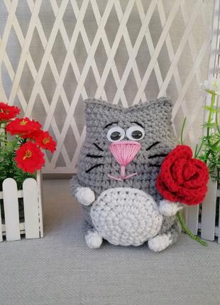 Кот с цветочком