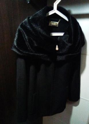 Шикарное фирменное пальто