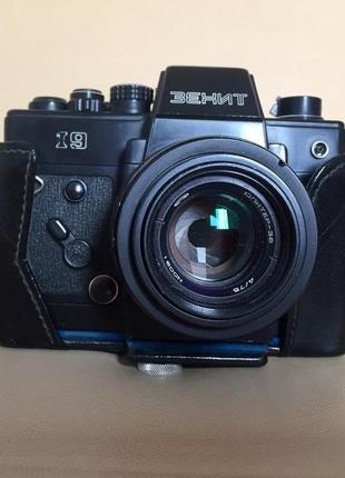 Фотоаппарат Зенит-19 (СССР), объектив Юпитер-38 75mm f/4.0