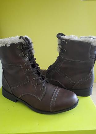 Демисезонные женские ботинки на плюше