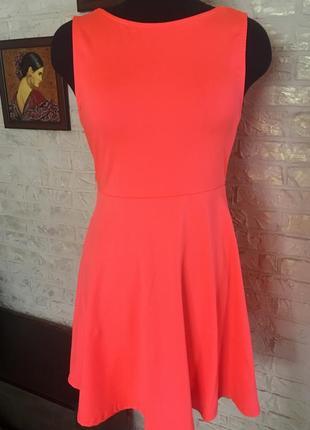 Яркое неоновое платье