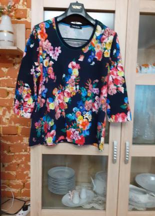 Яркий в цветы пуловер большого размера греция