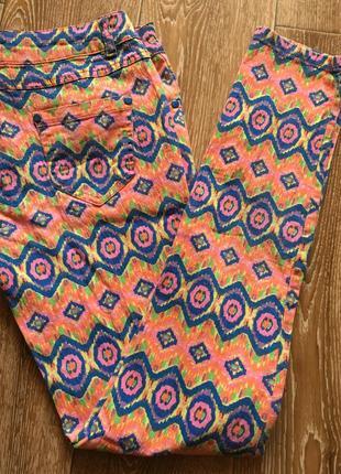 Разноцветные джинсы