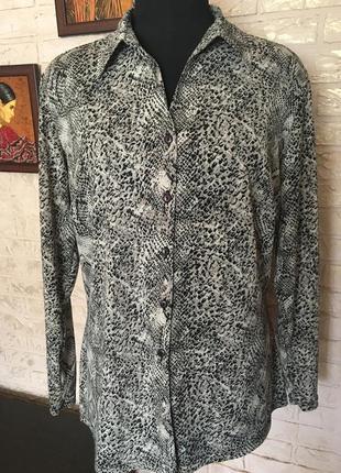 Трикотажная рубашка змеиный принт