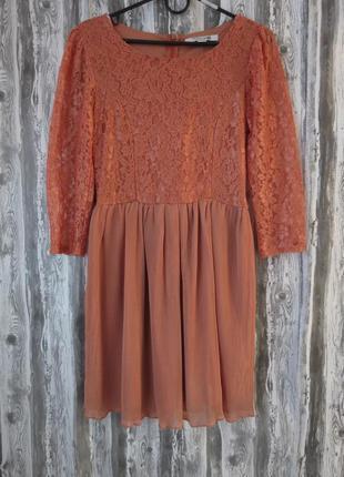 Нарядное платье с рукавом  с гипюровой вставкой кораллового цвета