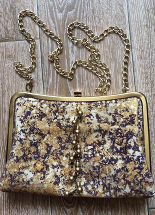 Золотистая сумочка от essentials