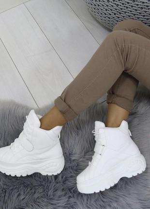 Новые шикарные женские весенние белые ботинки сникерсы