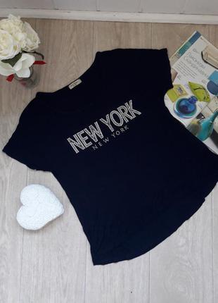 Тоненькая футболка с камнями размер м-л