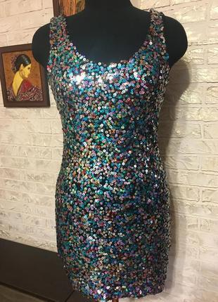 Натуральное платье в разноцветные пайетки