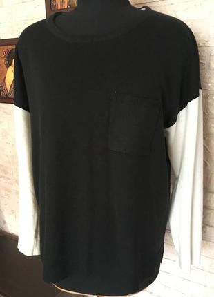 Черная кофта с белыми рукавами