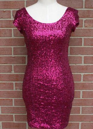 Платье в розовые пайетки