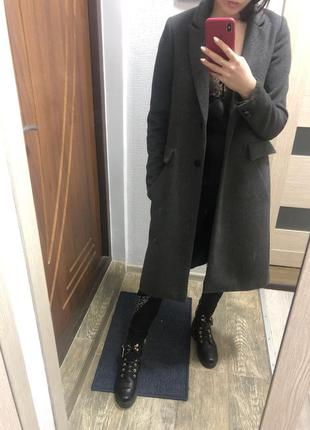 Серое пальто