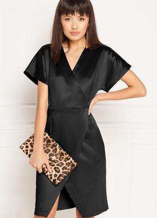 Атласное чёрное платье