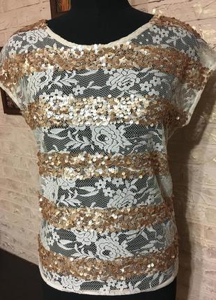 Гипюровая футболка с золотыми пайетками